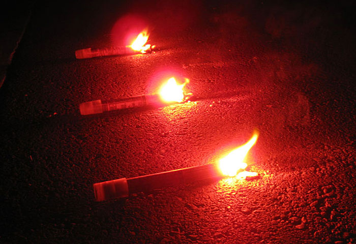 Nightime signaling with roadside flares